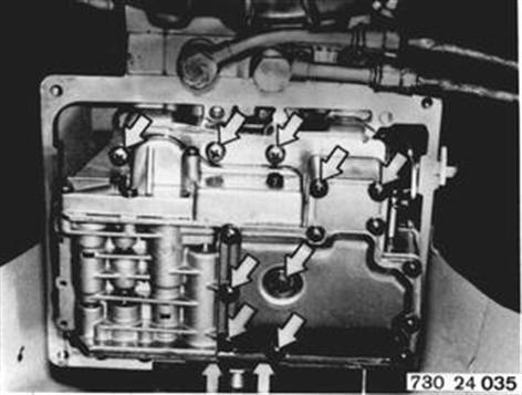 24 30 000 - Valve body - remove and install < 24 - Automatic
